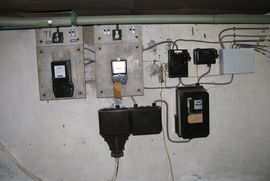 Kelder   electriciteitsmeters   messchakelaars